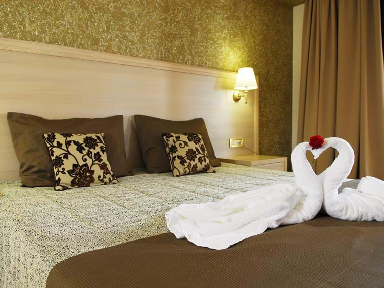 LUXURY DOUBLE ROOMS